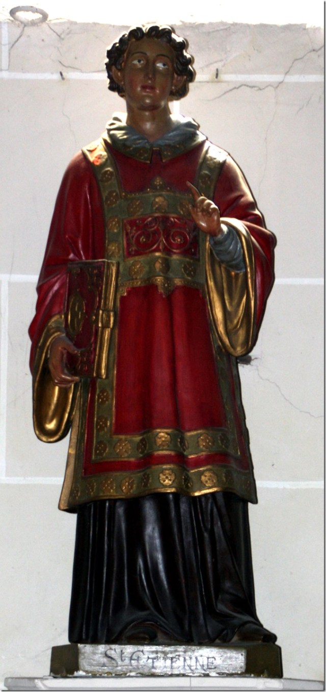 Statue de saint Etienne dans l'église Saint-Etienne de Pierrefitte-sur-Sauldre (41)