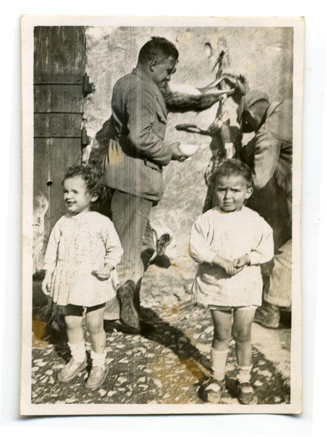 Mon grand-père Guy Depussay pelant un lièvre après la chasse à Françay (41).