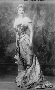 Camille_du_Gast_-.1890s_Full_body_publicity_picture_for_a_piano_recital (1) (Copier)