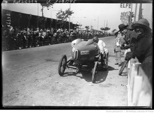 29 7 22, grand prix de Boulogne, Benoist sur Salmson se ravitaille [cyclecars 1100 cmc]