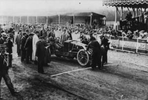 """Renault-type-AK-1906_grille-de-départ-300x203 Renault Type AK """"Grand Prix"""" 1906 Cyclecar / Grand-Sport / Bitza Divers Voitures françaises avant-guerre"""