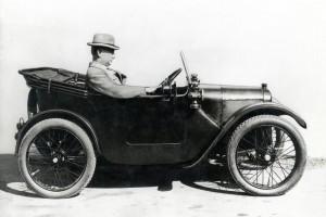 """Herbert-Austin-dans-une-7-300x200 Austin 7 (seven) """"Ulster"""" de 1930 Cyclecar / Grand-Sport / Bitza Divers Voitures étrangères avant guerre"""