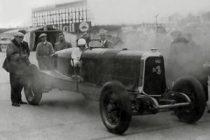 """La-Panhard-huit-cylindres-de-record-de-1927-1928-bat-le-record-de-l'heure-pilotée-par-Eyston-300x200 Panhard Levassor """"Record"""" 1922 (Replica) Cyclecar / Grand-Sport / Bitza Divers Voitures françaises avant-guerre"""