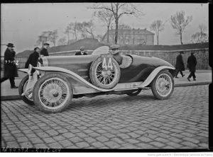 10-mars-1925-départ-de-lépreuve-automobile-Paris-Nice-Roland-Coty-sur-Omega-Six-300x222 Oméga-Six 1929 Divers Voitures françaises avant-guerre