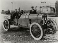 1913-Indianapolis-Jules-Goux-gagne-sur-Peugeot-7.4-litres-300x225 La Peugeot des Charlatans (GP 1912) Divers