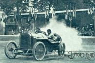 Jules-Goux-vainqueur-de-la-Coupe-de-la-Sarthe-en-1912-sur-Peugeot-L-76-La-Vie-au-Grand-Air-du-14-septembre-1912-300x200 La Peugeot des Charlatans (GP 1912) Divers
