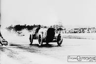 Jules_Goux_wins_Indianapolis-300x200 La Peugeot des Charlatans (GP 1912) Divers