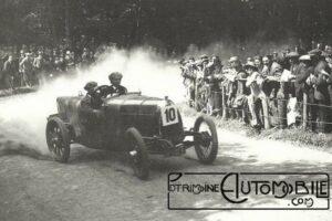 Un-HE-se-dirige-entre-les-spectateurs-en-juillet-1922-à-la-montée-Shelsley-Walsh-hill-300x200 H.E. Herbert Engineering Co Cyclecar / Grand-Sport / Bitza Divers Voitures étrangères avant guerre
