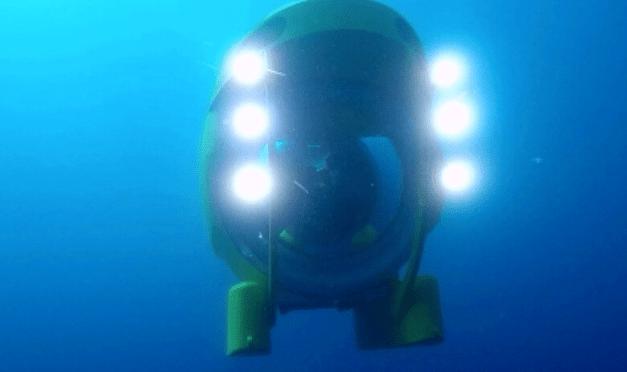 El submarino Ictineu 3 se sumerge entre los restos marinos de una barca del siglo I a.C.
