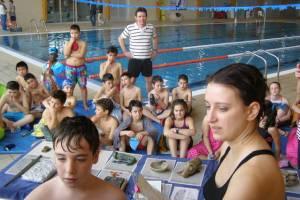 Los alumnos han clasificado los objetos recuperados en la piscina.N.B.