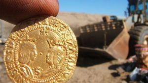 El drenado de una laguna artificial posibilitó el espectacular hallazgo de este tesoro de oro español y portugués en Namibia. Dieter Noli