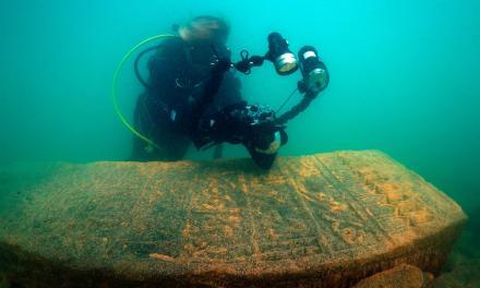 El lago Van esconde lápidas del período selyúcida en sus profundidades