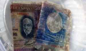 Hallan billetes de 1935 en el barco hundido en la playa de la Fossa de Calp