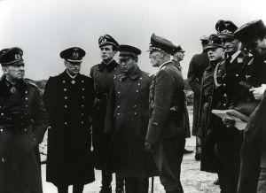Robert Moraht (2º por la izquierda; de diciembre de 1943 en la Fortaleza de Fjell en Noruega)