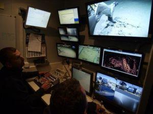 Una década separa las imágenes de Odyssey expoliando el pecio de la fragata Mercedes y los científicos españoles estudiando el yacimiento