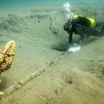 Halladas dos anclas en la zona en la que se buscan restos de los barcos de Hernán Cortés