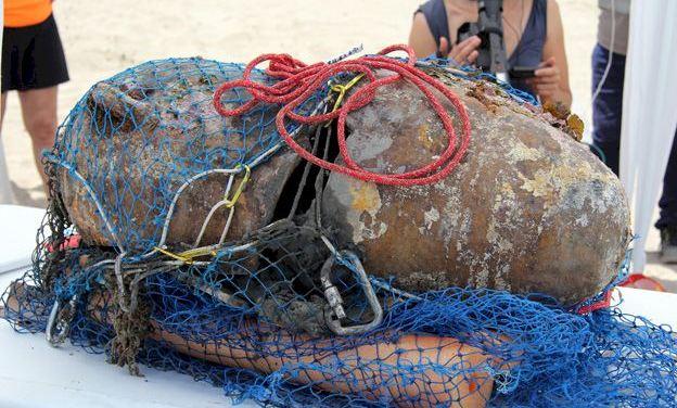 Buceadores de Puçol salvan del expolio un ánfora de 2.400 años
