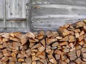 Berghütte und Ofenholz