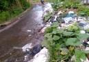 Warga Keluhkan Sampah Berserakan di Jalan Akibat Dibawa Hujan