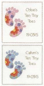 Gráfico de punto de cruz para descargar GRATIS en PDF, imprimir y bordar recuerdo de nacimiento para bebé con pies.