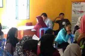 49 calon anggota KPPS Desa kunyi sedang mengantri untuk di wawancarai
