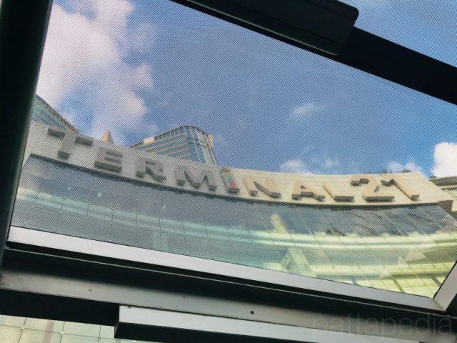 ターミナル21の外観