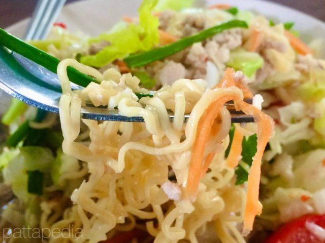 ヤムママーの麺