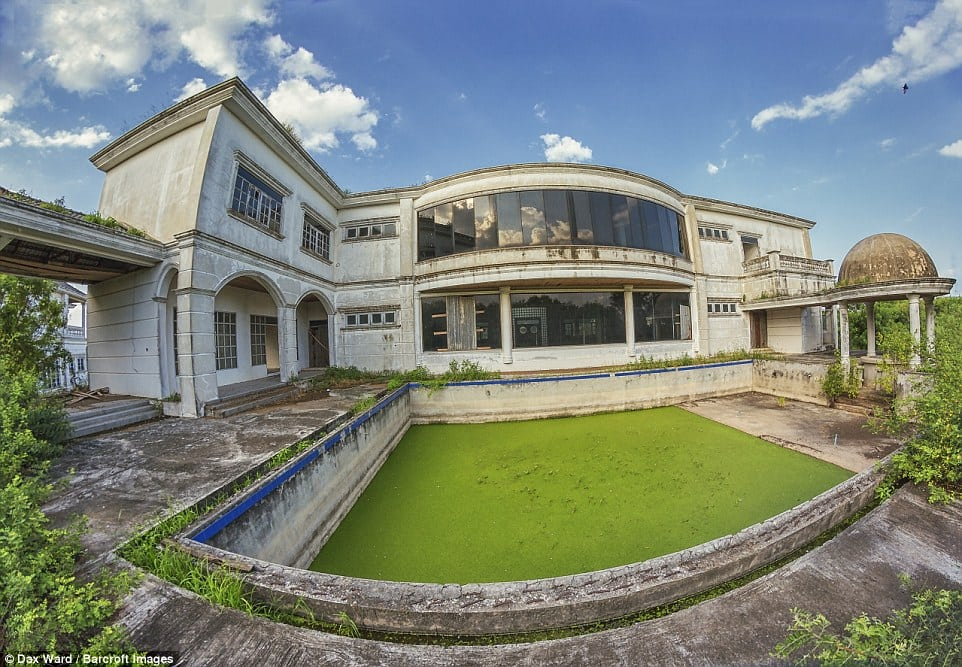 Asia's Financial Collapse – The ghost houses left behind (Gallery)