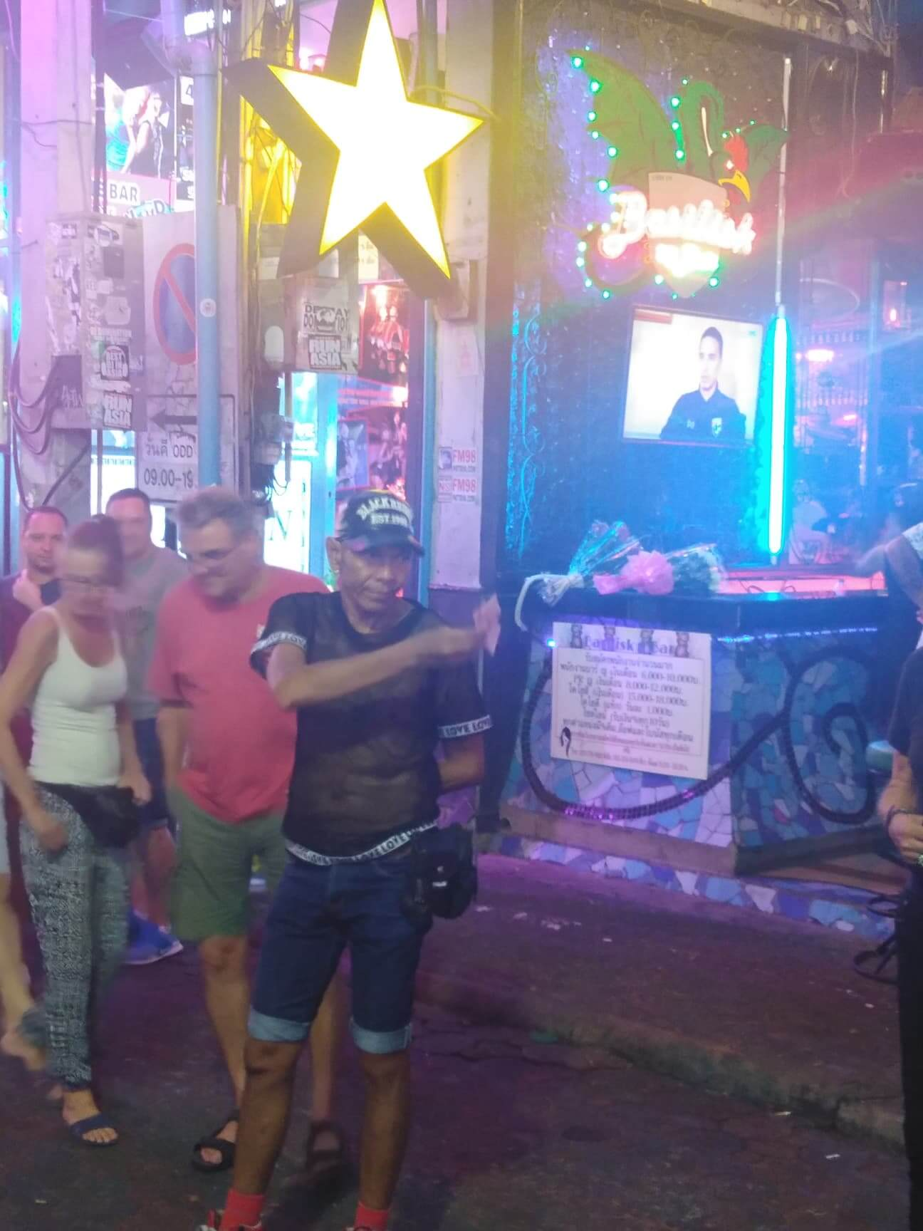 The Walking Street Magician that won't play unless you pay!!