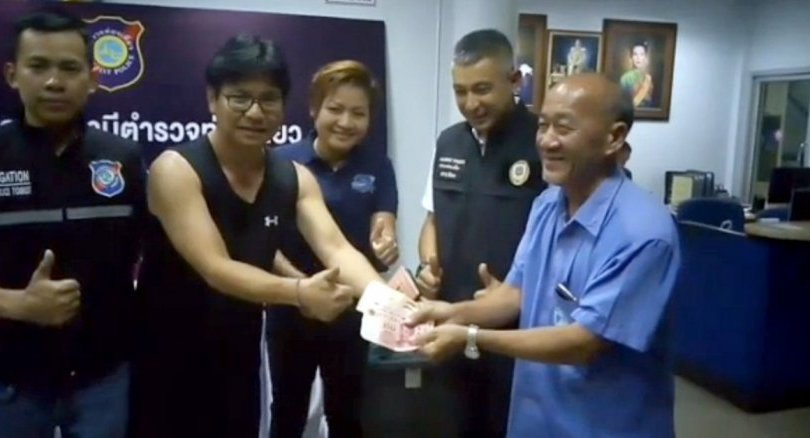 Pattaya taxi driver returns wallet to Chinese tourist