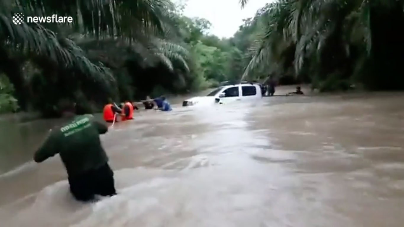 cave diver rescue flood thailand pattayatoday