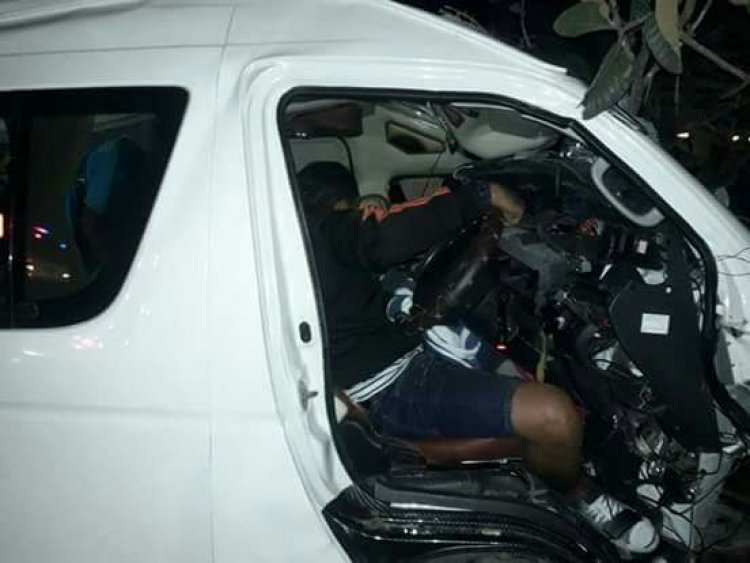 Seven badly injured as van crashes into tree in Buri Ram