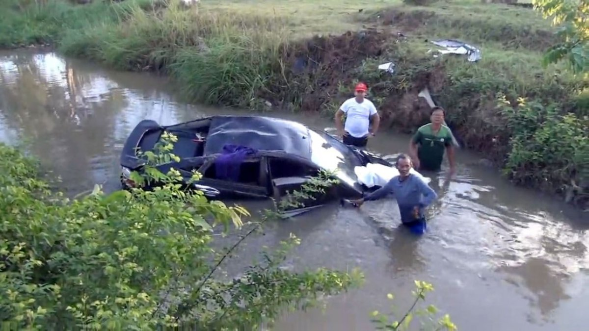 Bank employee killed after car plunges into Phatthalung canal