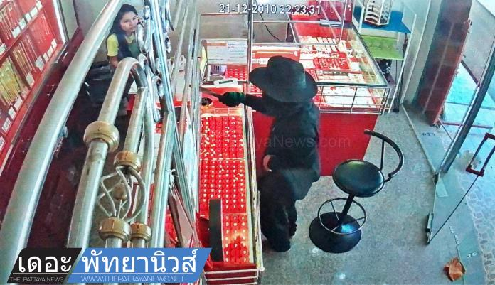 Thai man attempts to rob gold store in Sattahip and gets trapped inside by security system