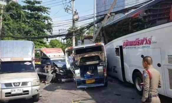 A tour bus crashes into multiple baht busses, cars and