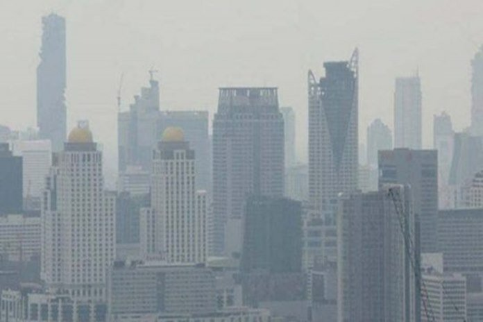 Smog surges in all areas of Bangkok