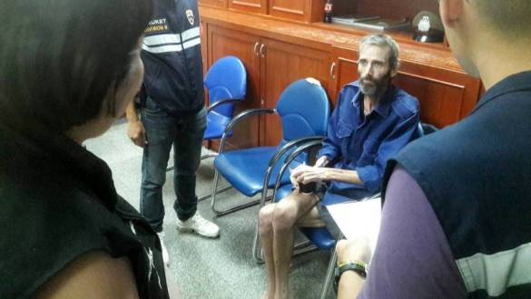 Barricaded Brit to be DEPORTED from Thailand. Australian-born British national David Maclean will be deported and banned from re-entering Thailand for five