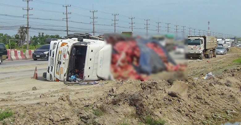 22-Wheeler carrying 30,000 bottles of beer falls. A 22-wheeler truck has flipped on its side on Suwinthawong 304 Road in Chachoengsao Province.