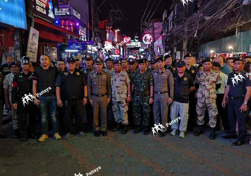 Video: Large police and army contingent inspect Walking Street – no prostitution found!