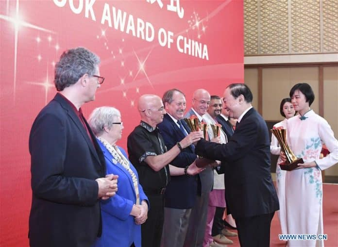 15 Foreigners Awarded for Introducing China to the World