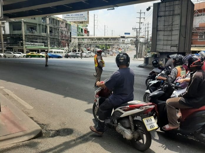 Netizens Angered by Motorcade Traffic Woes