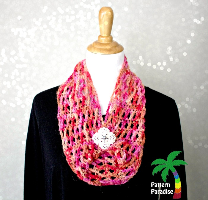 Hugs & Kisses Cowl by Pattern-Paradise.com #crochet #freepatterns #cowl