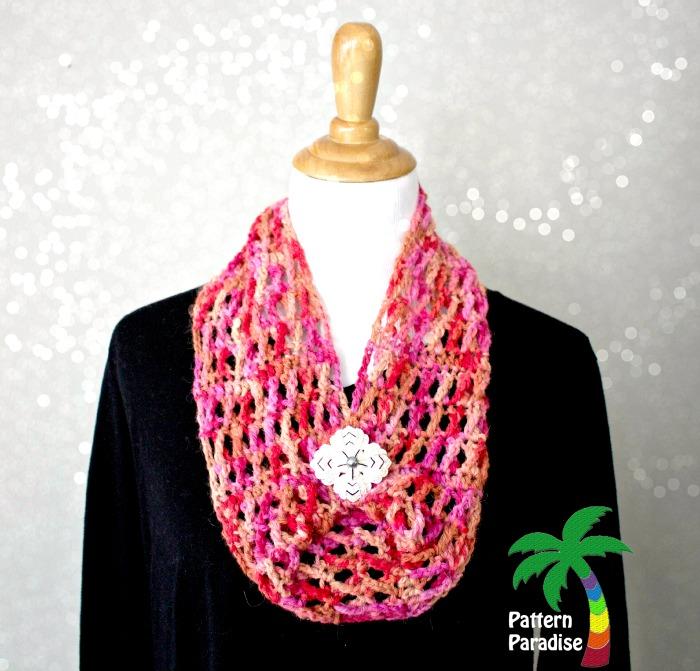 Hugs & Kisses Cowl by Pattern-Paradise.com #crochet #freepatterns #cowl