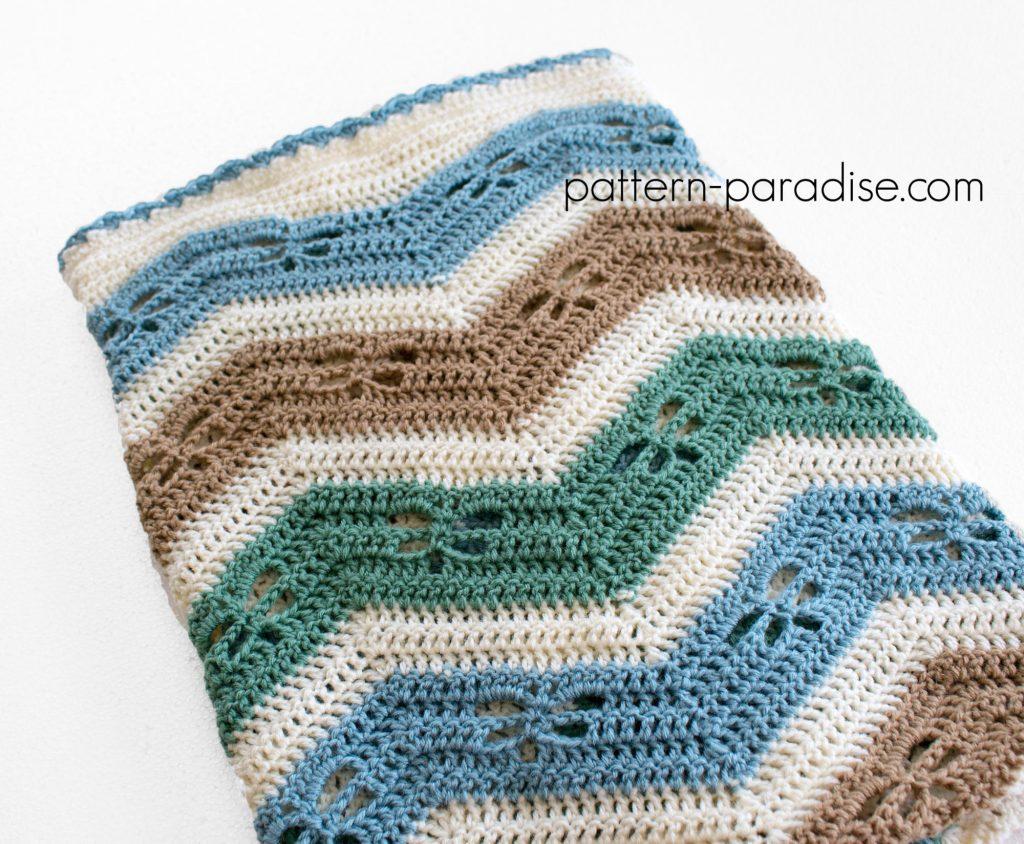 Free Crochet Pattern Dragonfly Chevron Baby Blanket on Pattern-Paradise.com #crochet #patternparadisecrochet #freepattern