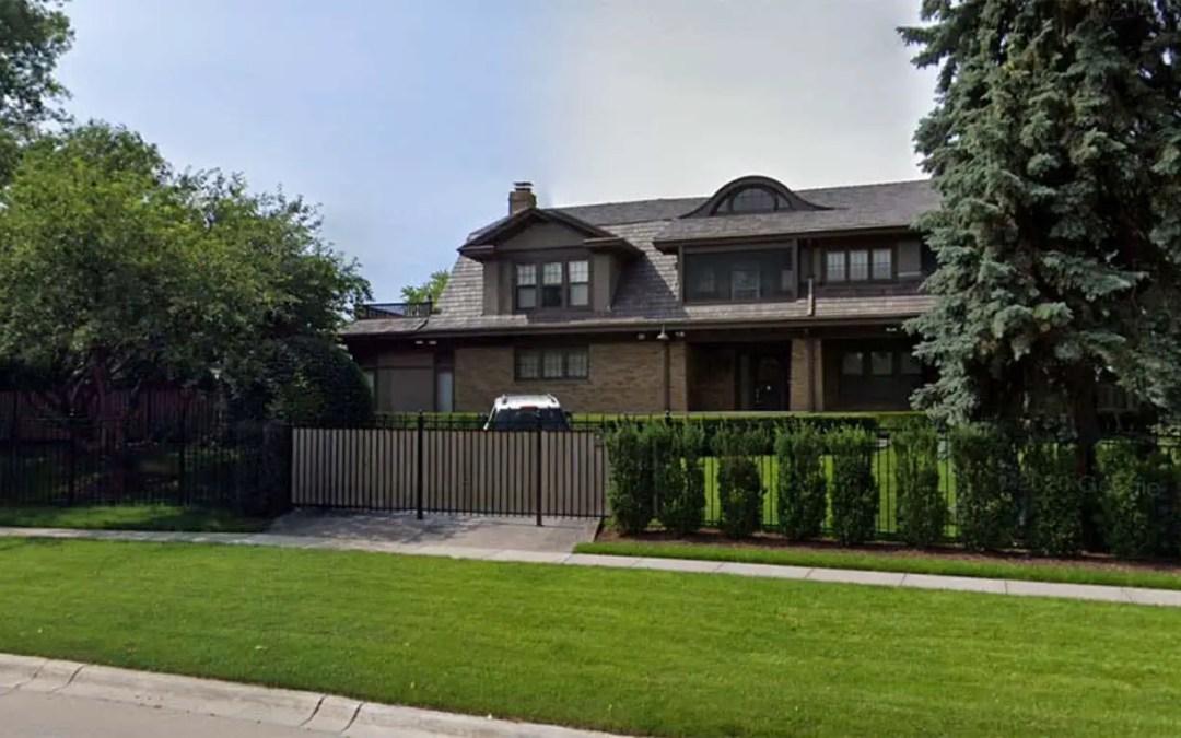 Warren Buffett lives in a modest $915k house