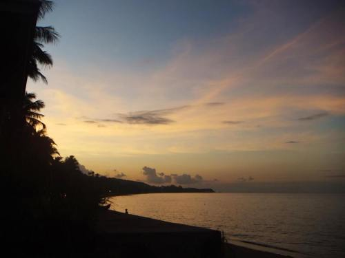 Guide to the best beautiful beaches of Koh Samui Thailand by Paul and Carole sunset maenam beach