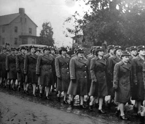 Women marching at Ft. Lawton, WW2.