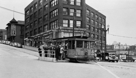 5.-B.-Yesler-Cable-loading-at-Occidental--Last-ride-maybe-WEB