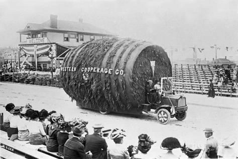 X-Potlatch-parade-1911,-Western-Cooperage-cloar-at-Bleachers-maslanWEB