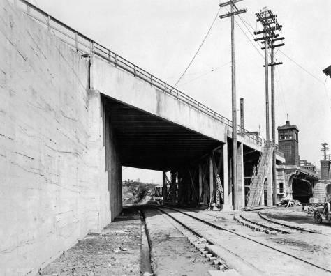 6.-June-15,-1917-Fremont-brdg-const-rr-soside-lkw-WEB